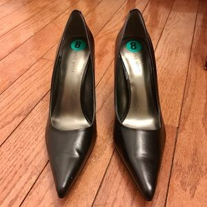 Nine West Black Emmala Leather Pumps size 8